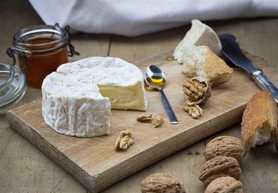 مصرف پنیر با گردو